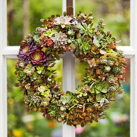 Learn how to make a succulent wreath with this simple DIY tutorial. These 8 step...