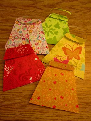 Mothers Day Purse activity @ Rundes Room- These are wonderful!  Easy to make