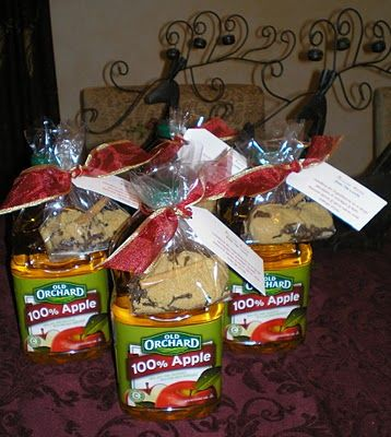 Neighbor gifts! Give ingredients for Mulled Cider, attach it to a 2 quart bottle...