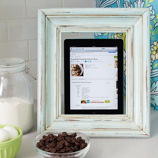 Frame your tablet when baking for an easy Christmas decoration! Find more how-to...