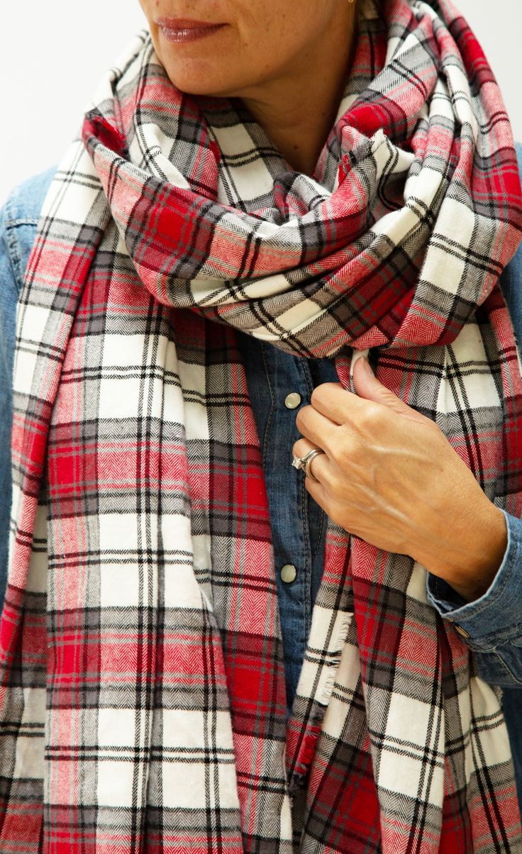 'Tis the season for cozy! Skip the store and DIY your own oversize blanket scarf...