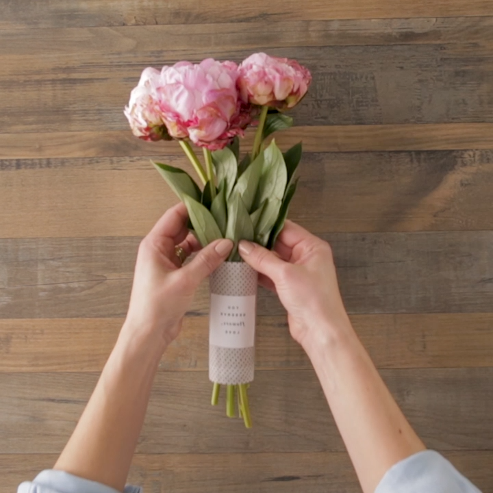 DIY Bouquet Wraps that Will Make Even Grocery Store Flowers Look Fancy
